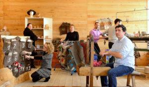 Chômeurs travaillant la laine : cardage, filage, feutre