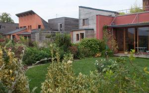 écoquartier de Bazouge-sous-Hédé : maison en bois et jardin sud