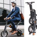 Une forme de mobilité originale : un mini scooter électrique, petites roues, très compact une fois plié