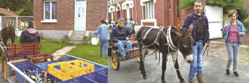 Vue de pensionnaires d'un établissement médico-social effectuant une tournée de ramassage de verre (tri sélectif) avec une charrette et un âne